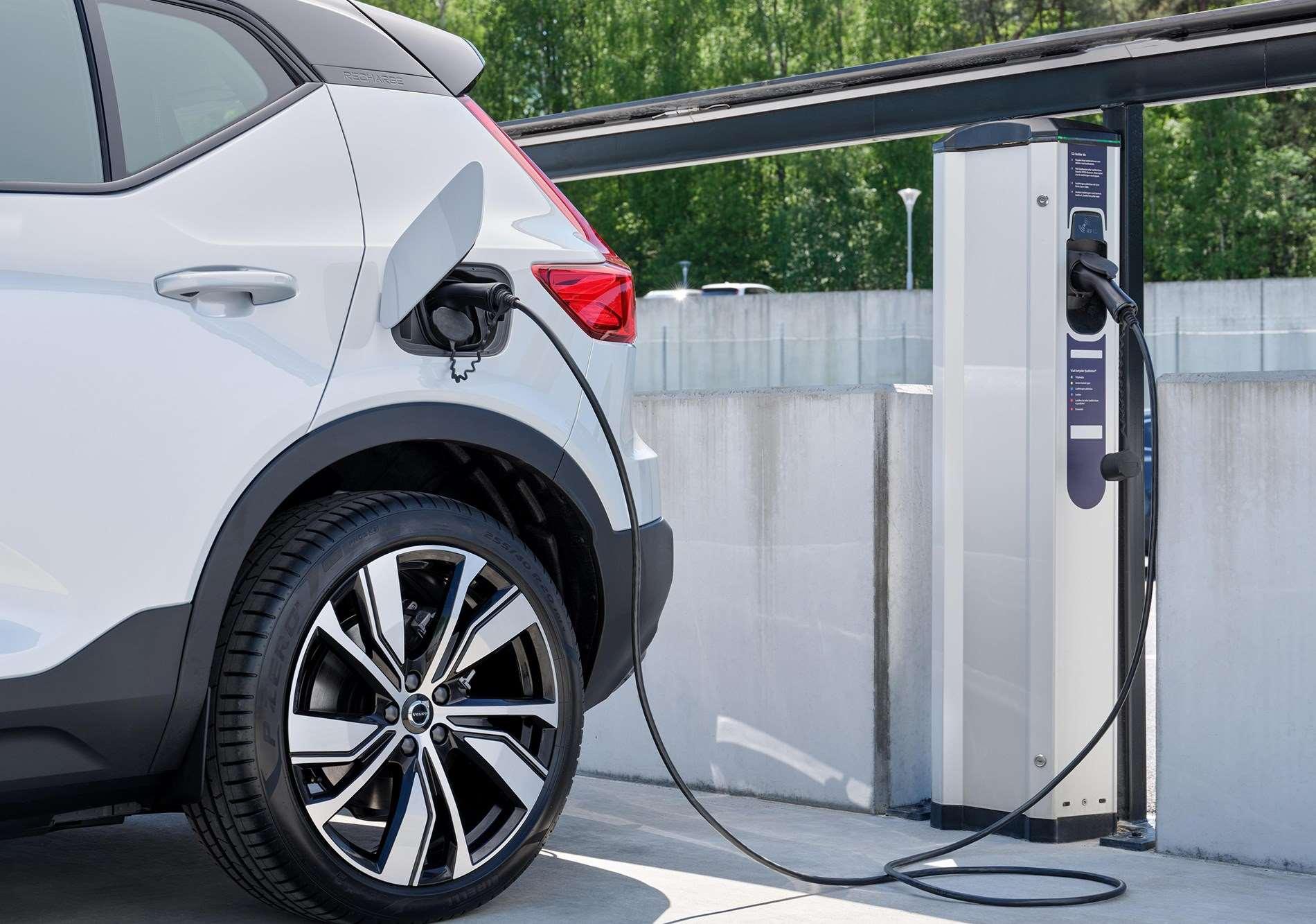 Volvo Cars en Plugsurfing bieden over heel Europa oplaaddiensten aan voor alle elektrische modellen