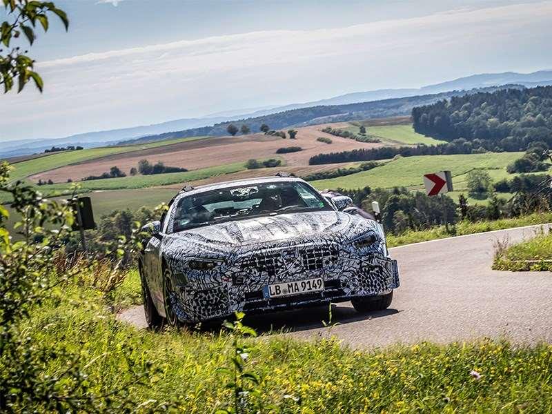 La légende continue : les véhicules de pré-production de la nouvelle SL Roadster se lancent dans des essais routiers approfondis