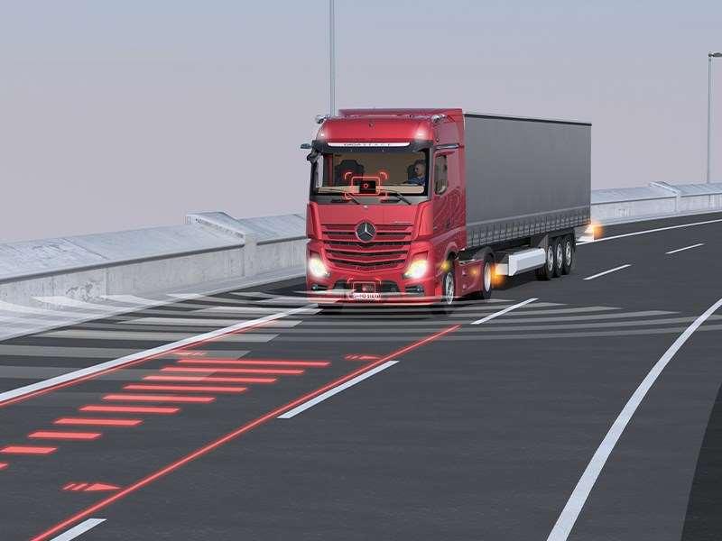 Mercedes-Benz Trucks déploie dans ses camions deux innovations mondiales qui rehausseront la sécurité routière