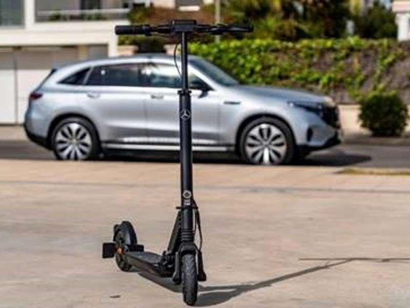 Rapide et sans émissions – franchissez ce « dernier kilomètre » avec l'eScooter Mercedes-Benz
