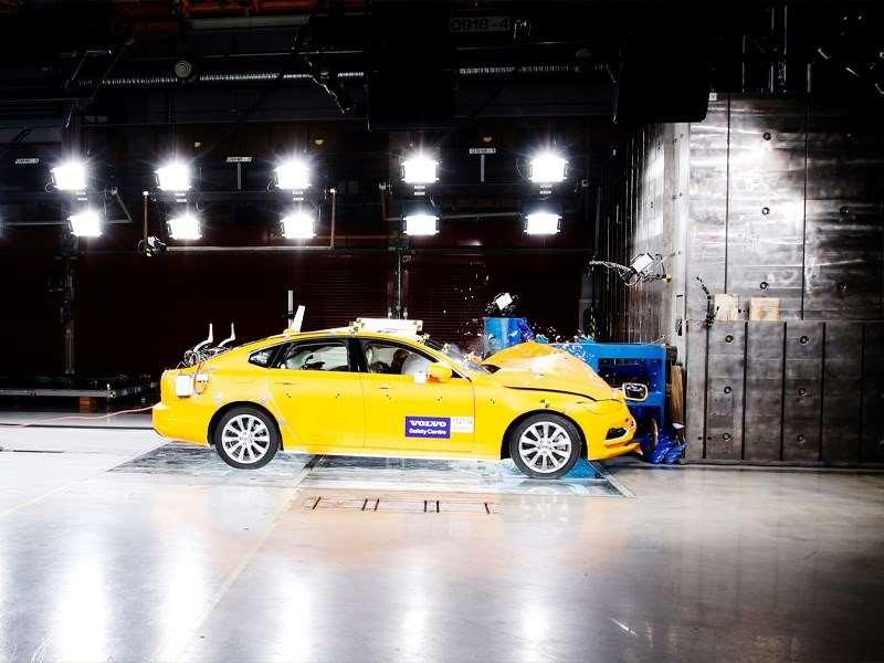 Twee decennia in het teken van levens redden: het Volvo Cars Safety Centre bestaat 20 jaar