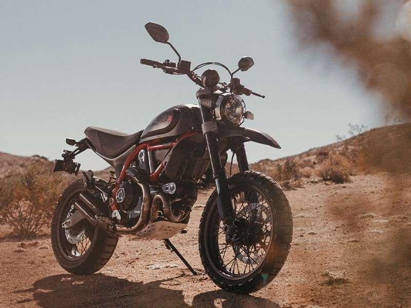 Desert Sled Fasthouse: een gelimiteerde en genummerde editie van de Ducati Scrambler om de overwinning van de Mint 400 te vieren