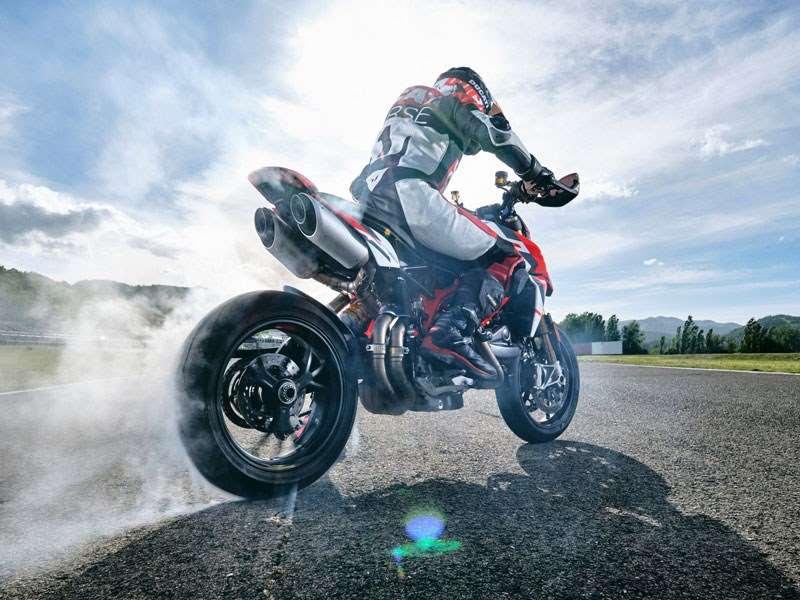 Ducati presenteert de nieuwe kleurstelling voor de Hypermotard 950 SP en heeft de gehele familie geüpdatet naar Euro 5 standaard